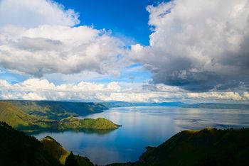 Lake Toba by Wikitravel